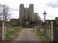 Entrance to Mettingham Castle - geograph.org.uk - 984718.jpg