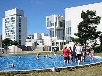 Espoo Cultural Centre - The Espoo Cultural Centre in the summer