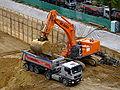 Excavator befüllt Kipper mit 2,5 Schaufelladungen DSCF6513.jpg
