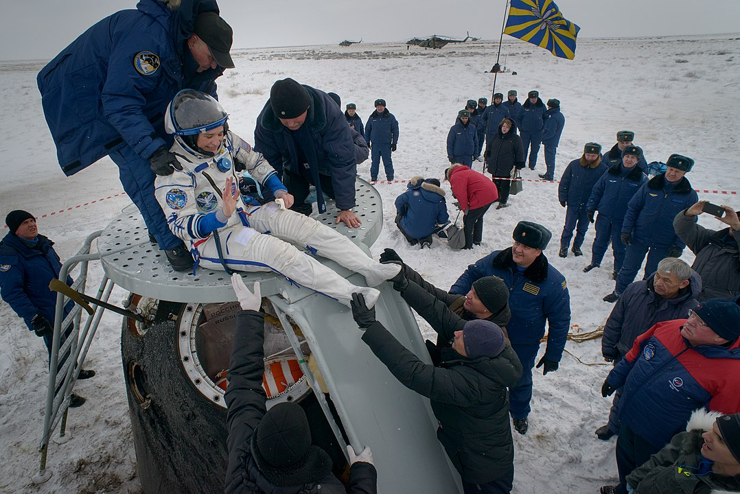 Expedition 57 Soyuz MS-09 Landing (NHQ201812200008).jpg