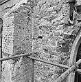 Exterieur 3e travee zuidzijde, detail links van raam. - Brantgum - 20039668 - RCE.jpg