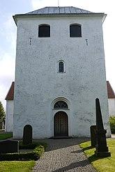 Fil:Fasad med port Bolshögs kyrka.JPG