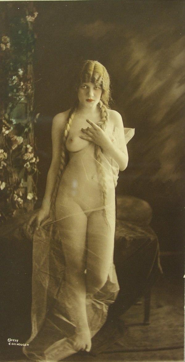 Female nude by Charles Gilhousen