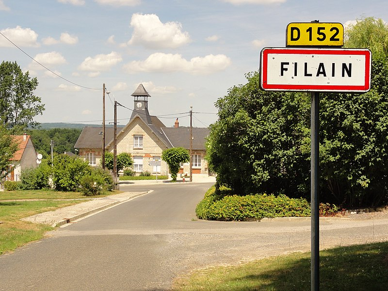 Filain (Aisne) city limit sign and town hall