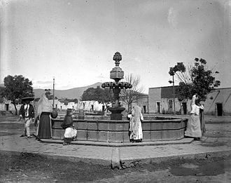Morelia - Filling water jars at a fountain in Morelia, 1906