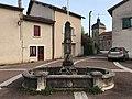 Fontaine (Grande rue) à Mollon.JPG