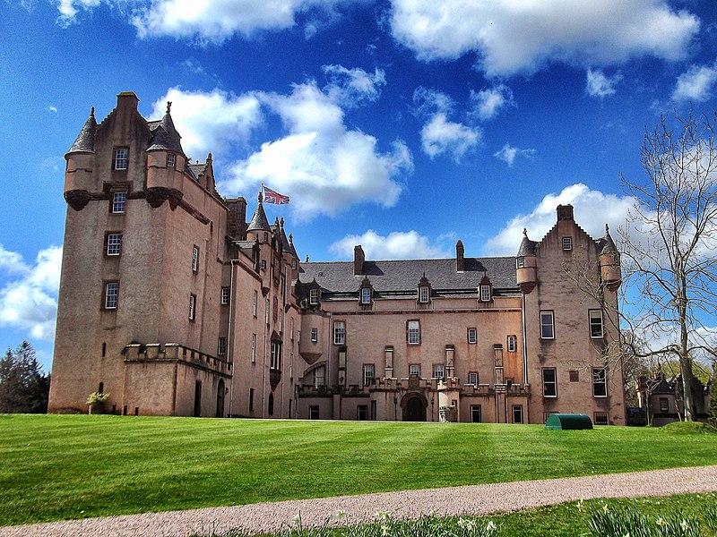 File:Fyvie Castle, Aberdeenshire.jpg