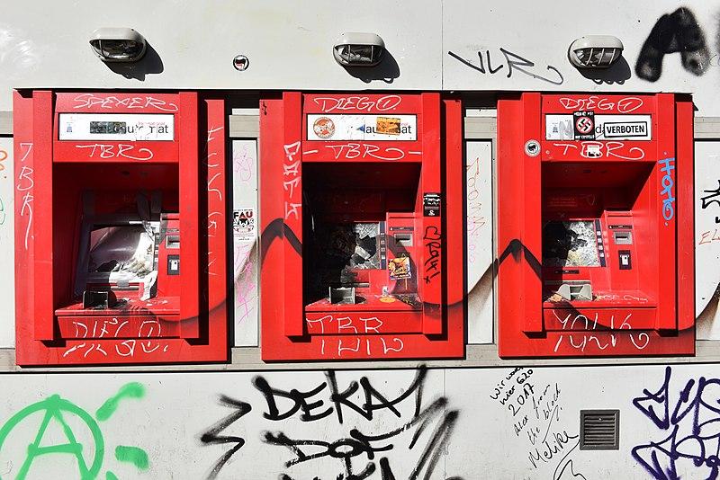File:G-20 - Hamburg Schulterblatt zerstörte Geldautomaten 01.jpg