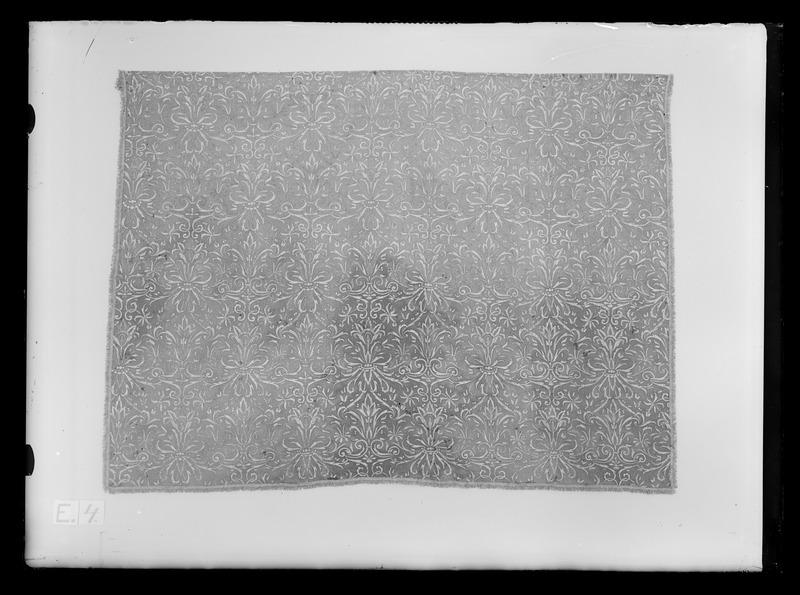 File:Gardin ur en serie av sex (6006-6011) till drottning Kristinas röda kaross med motiv av lejon och örnar - Livrustkammaren - 69120.tif