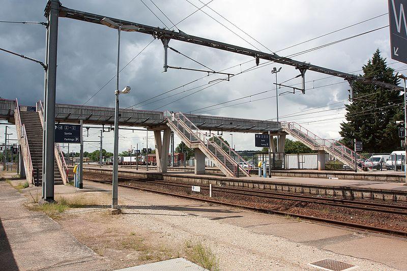 File:Gare d'Evreux - 2016-06-15 - IMG 1342.jpg
