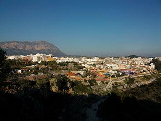 Gata de Gorgos - Gata de Gorgos seen from Coves Roges, with the Montgó mountain in the background