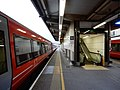 Gatwick Airport stn platform 5 look north2.jpg