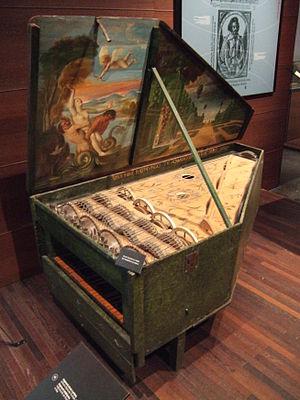 Bowed clavier - Image: Geigenwerk Truchado