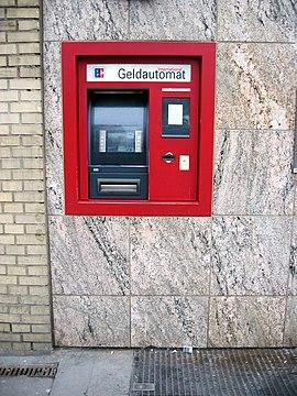 یک خودپرداز در هامبورگ آلمان.