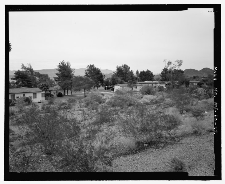 File:General view of complex showing environmental setting and relationship of buildings to each other, view looking northwest, view 4 - Lake Mead Lodge, 322 Lakeshore Road, Boulder City, HABS NV-60-22.tif