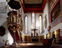 Inneres der Georgenkirche mit dem Taufbecken, in dem Bach getauft wurde (Quelle: Wikimedia)