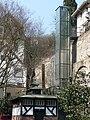 Gläserner Aufzug auf dem Marktplatz in Baden-Baden.JPG