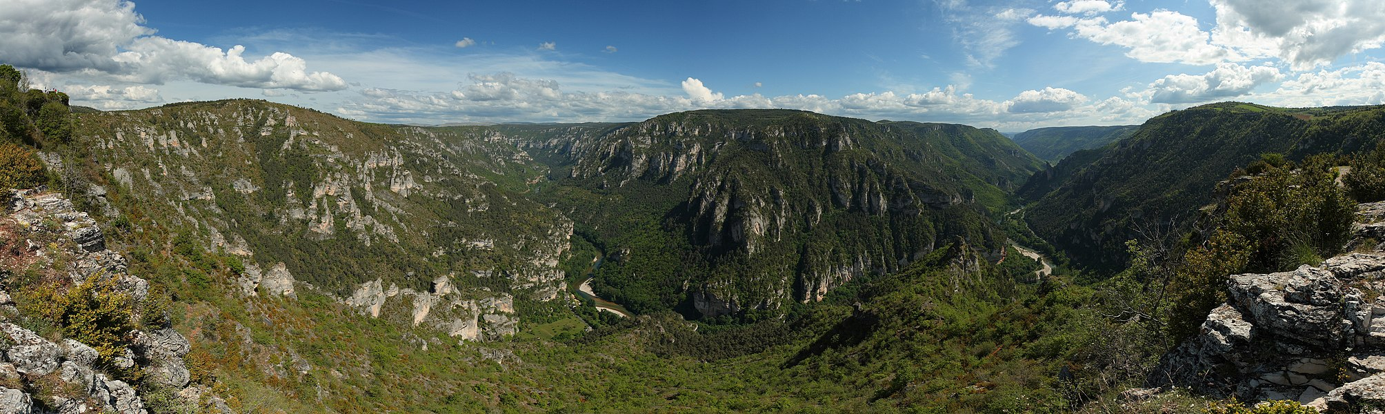 Tarn gorge, taken near the point sublime (which can be seen on the far left). This picture features the Baumes cirque on the left, and the Causse Méjéan plateau on the center. It is a mosaic of 8 photos (2x4) taken with a Canon EOS 400D camera and a EF-S 17-55mm IS f/2.8 lens set at 17mm. Exposition 1/320s, f/8.0 and ISO 100. Resulting horizontal field of view is 248°. Stitching was done with Hugin OS X and Enblend 3.