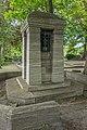 Graf met urnen, Den Haag 02.jpg