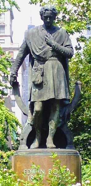 File:Gramercy Park Edwin Booth statue.jpg