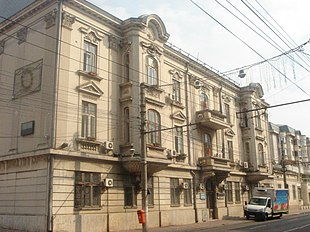 "From left: Galați Town Hall, Lambrinidi house, World War I memorial, Precista fortified church, Alexandru Ioan Cuza Memorial House, Jewish Synagogue of Galati, <a href=""http://search.lycos.com/web/?_z=0&q=%22University%20of%20Gala%C8%9Bi%22"">University of Galați</a>."