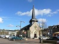 Grandvilliers - Eglise Saint-Gilles et Place.JPG