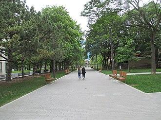 Grange Park (Toronto) - Image: Grange Park (Toronto), John Street entrance