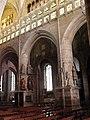 Guingamp (22) Basilique N.D. Nef 07.JPG