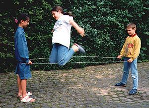 Chinese jump rope - Image: Gummitwist 1998Kinder 2