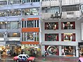 HK Causeway Bay 利舞臺廣場 Lee Theatre Plaza view rainy 波斯富街 Percival Street 02 up-stair shops.JPG