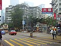 HK Kwun Tong Hip Wo Street 中南行 Chung Nam House crosswalk Luk Fook Jewellery rainy.JPG