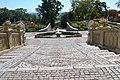 Halič - fontána pri zámku (2).jpg