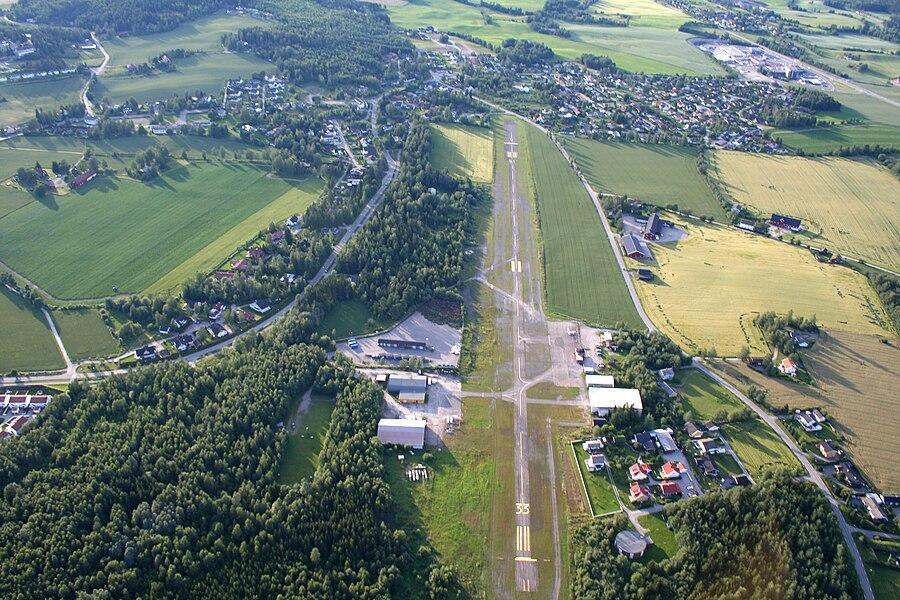 Hamar Airport, Stafsberg
