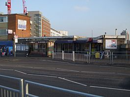 Hayes & Harlington stn building2.JPG