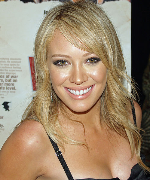 http://upload.wikimedia.org/wikipedia/commons/thumb/5/57/Hilary_Duff_5.jpg/499px-Hilary_Duff_5.jpg