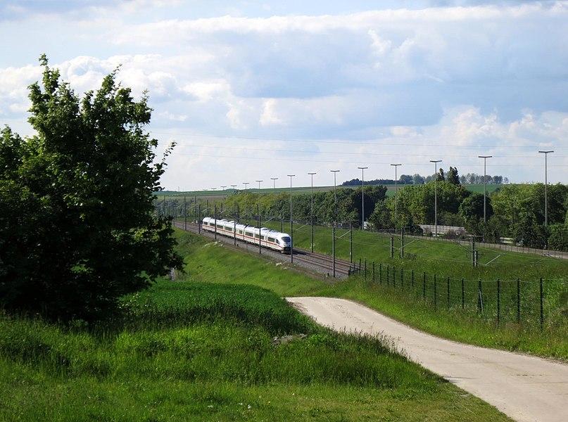 Hoegaarden spoorweg aan E40