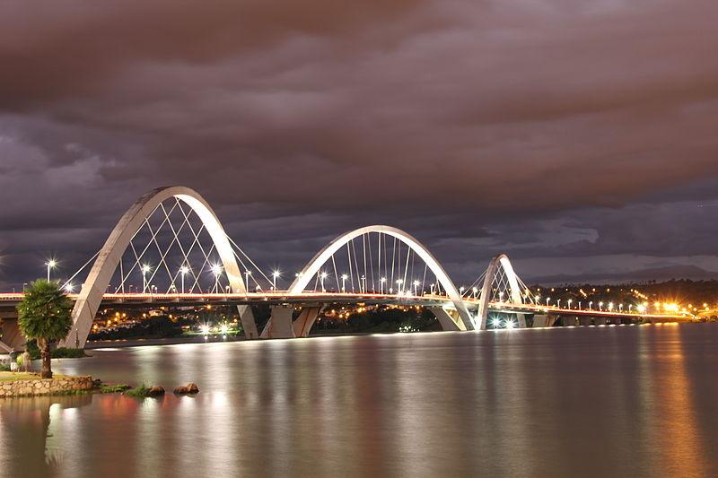 File:Hora mágica no lago Paranoá e Ponte JK em Brasília.jpg