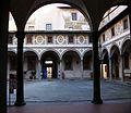Hospital dels Innocents - claustre dels homes, Florència.JPG