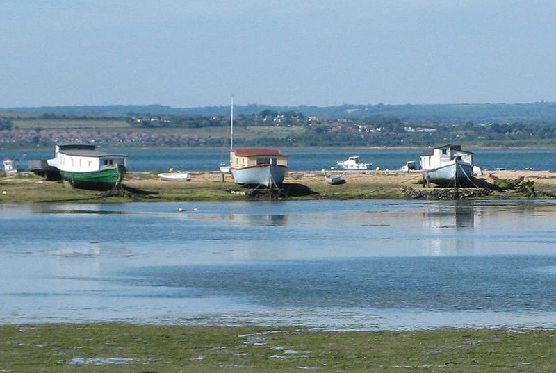 File:Houseboats at hayling island.JPG