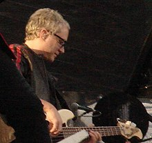 McDonald tocando en vivo con Bon Jovi en mayo de 2006