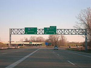 Interstate 96 - Image: I 96 and I 69 south split Lansing