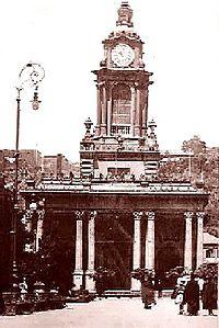 Iglesia frente a plaza Victoria.jpg