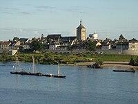 Jargeau depuis la rive droite de la Loire.JPG