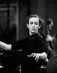 Jessica Cottis, conductor. credit Hannan Images.jpg