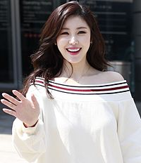 Jun Hyo-seong at Seoul Fashion Week.jpg