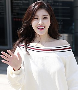 Jun Hyo-seong at Seoul Fashion Week.jpg