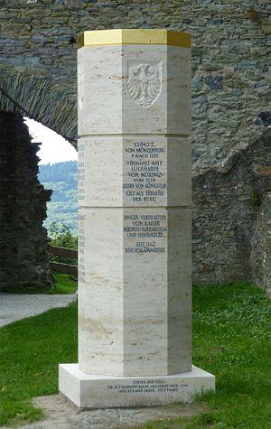 Königstein-Stele-mit-falscher-Inschrift.jpg