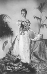 Kaiserin Augusta Victoria of Prussia in court gown.png