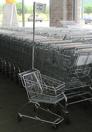English: Kid's shopping cart, picture taken at...