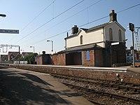 Kirby Cross railway station platforms.jpg